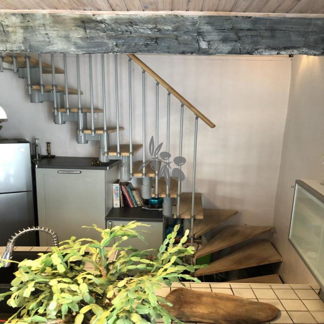 escalier accès chambre 2
